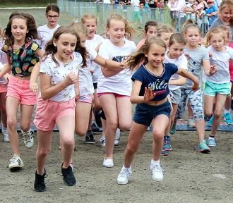 Biegi szkolne i przedszkolaków w Wyrzysku [ZDJĘCIA]