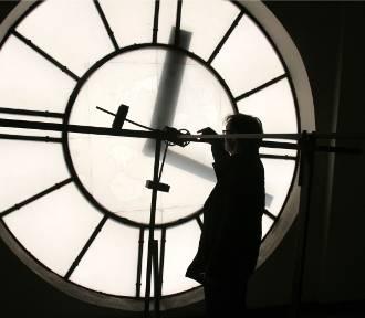 Zmiana czasu na zimowy 2016. Sprawdź, kiedy przestawiamy zegarki