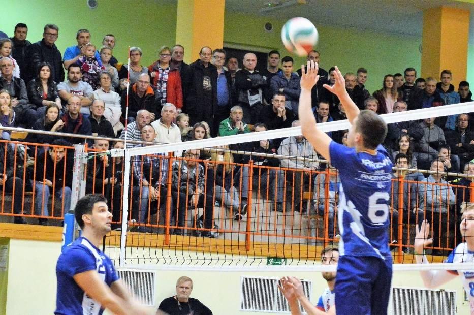 MKS Andrychów po wyjazdowej porażce z Tychami przed własną publicznością będzie musiał szukać szansy awansu do drugiej rundy play-off II ligi siatkarzy