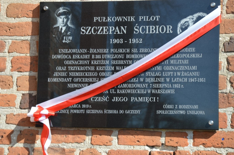 Uroczystości upamiętniające płk. pil. Szczepana Ścibiora w Uniejowie