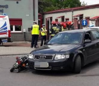 Dąbrowa Górnicza: Zderzenie motoroweru z osobówką na Konopnickiej [ZDJĘCIA]