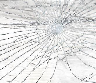 Jastrzębie-Zdrój: przejechał autem obok radiowozu. Bez tablicy rejestracyjnej, z pękniętą