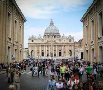 Włosi niebezpiecznie imprezują, ochotnicy ostrzegą o zarazie
