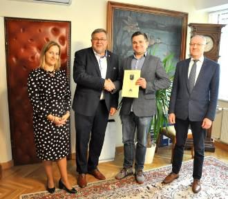 Jest porozumienie między Chmielnem a Kartuzami w sprawie rozbudowy dróg gminnych