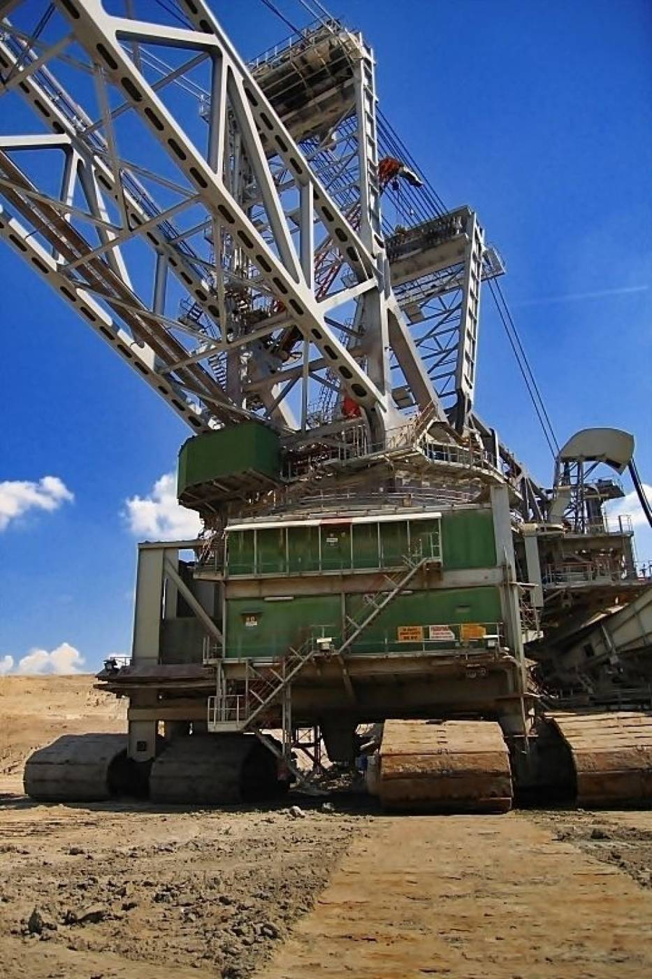 Zadaniem koparki jest zdejmowanie nadkładu i odsłonięcie złoża węgla brunatnego