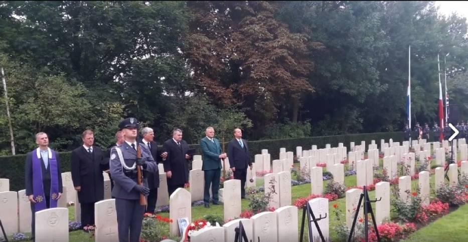 W Amsterdamie odbył się pogrzeb polskich lotników. Uhonorowano ich 76 lat po śmierci