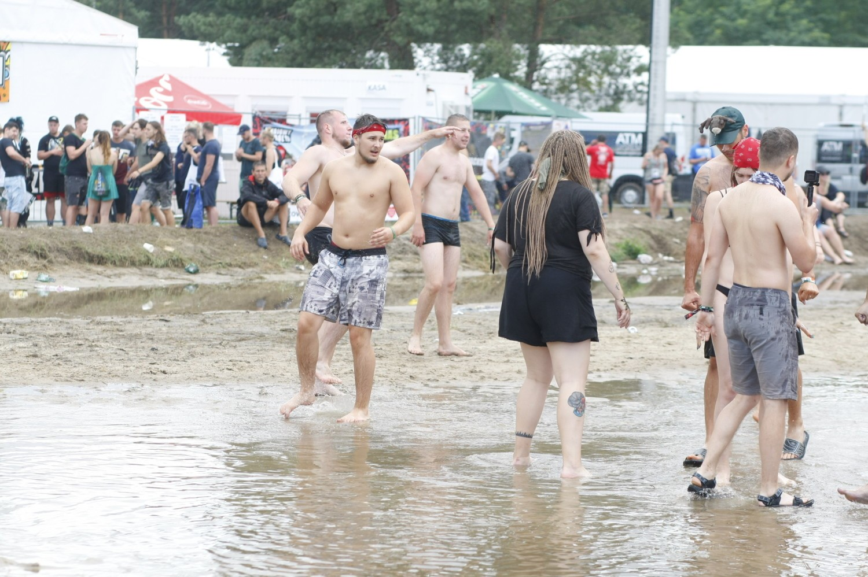 Grzybek na 25. Pol'and'Rock 2019. Kąpiele w błocie to świetna zabawa. Zobaczcie! [ZDJĘCIA]