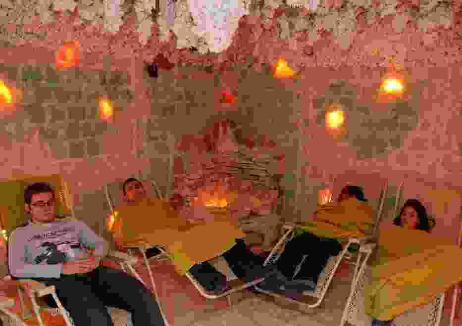 Studenci odwiedzili dziś grotę solną