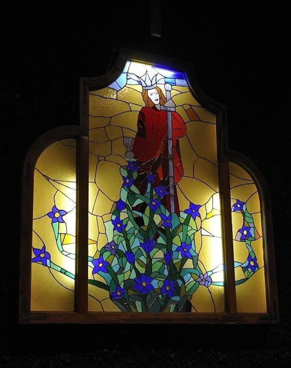 Witraż w kapliczce św