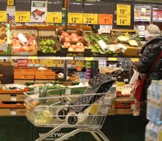 Produkty w sklepach drożeją z miesiąca na miesiąc? Nie całkiem. Niektóre staniały
