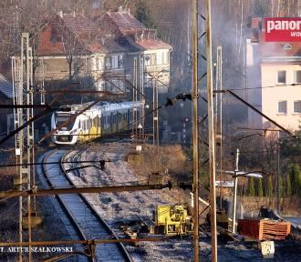 Na budowie przystanku kolejowego Wałbrzych Centrum trwają prace ziemne (ZDJĘCIA)