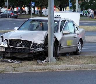 Legnica. Wypadek na skrzyżowaniu Piłsudskiego z Moniuszki i Żołnierzy II AWP [ZDJĘCIA]