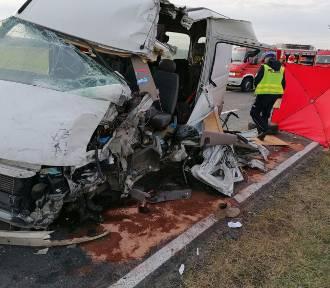 Wypadek między Kuźnią a Brudzewkiem. Kierowca busa nie żyje [AKTUALIZACJA]