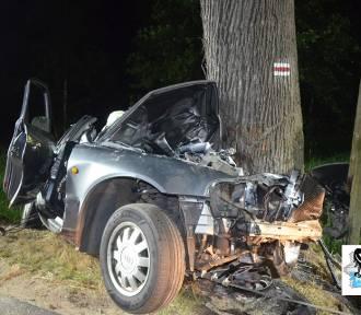Wypadek w Grzędach. Zginęła 19-latka i 21-latek. Jechali za szybko?
