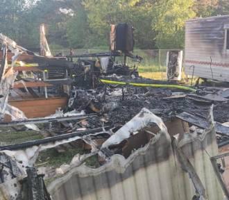 Pożar w Chłapowie: jeden z domków holenderskich spłonął doszczętnie