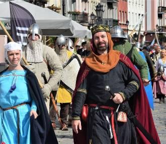 II Dni Księstwa Kaliskiego. Pochód rycerski ulicami miasta ZDJĘCIA