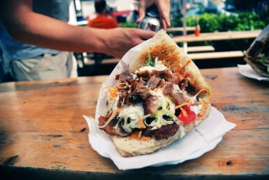 Chcesz zjeść smacznego kebaba w Bytomiu, ale nie wiesz gdzie się udać? Zobacz naszą listę stworzoną w oparciu o propozycje Internautów! Kliknij w kolejne zdjęcie > > >