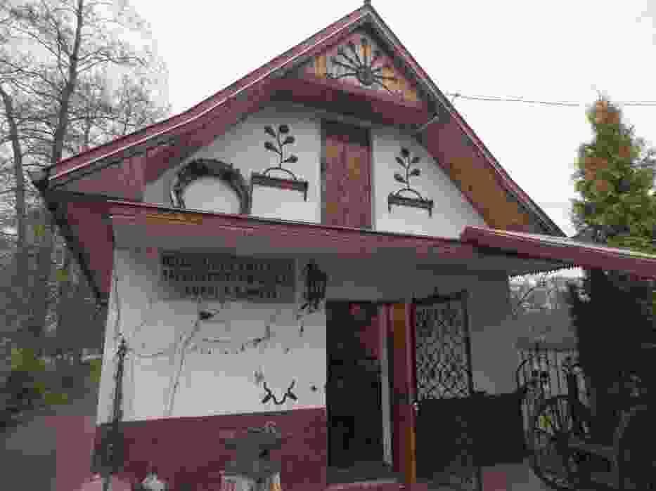 W Oblęgorku przy drodze z Kielc do Huciska znajduje się Muzeum Kowalstwa Artystycznego