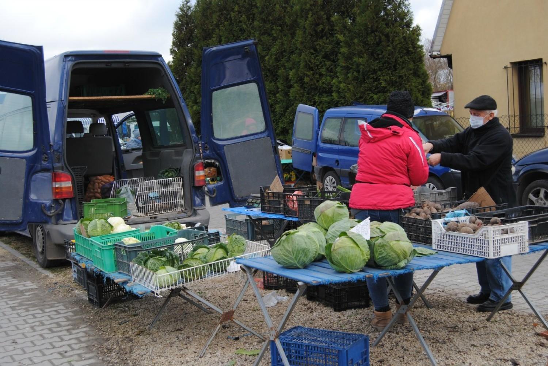 Jesienny handel na targowisku we Włoszczowie. Zobacz, jak było w piątek [ZDJĘCIA]