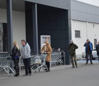 """Handel po nowemu? """"Klienci chodzą po sklepie, jakby Luwr zwiedzali"""""""