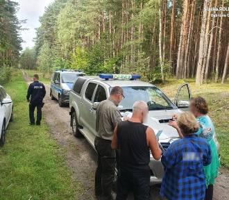Straż Leśna i policjanci w akcji. Kierowcy wciąż wjeżdżają autami do lasów