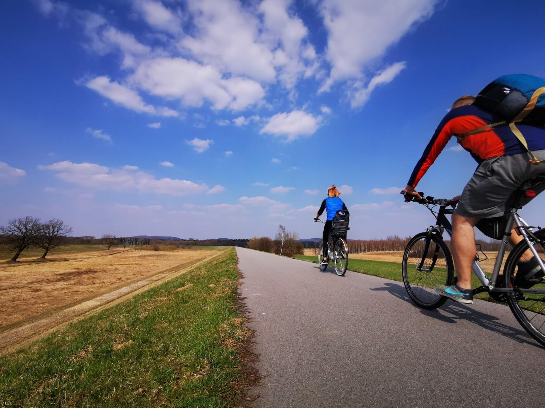 Do wielu ciekawych miejsc w powiecie chrzanowskim dojdziemy samochodem, jednak ciekawsza będzie wyprawa rowerowa