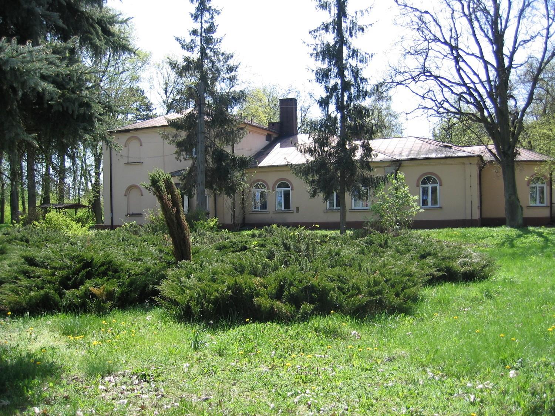 W dworku w Pławnie mieści się oddział zakaźny i chorób płuc Szpitala Powiatowego w Radomsku