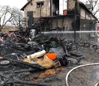 Spłonął budynek w Karbowie. Wstępnie straty oszacowano na ok. 11 tys. zł. Zdjęcia