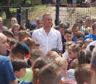 Kamil Glik na otwarciu boiska na os. Przyjaźń. Tłumy spotkały się z piłkarzem [FOTO, WIDEO]
