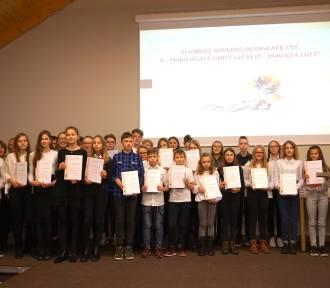 26 młodych osób rywalizowało w 11. Gminnym Konkursie Ortograficznym
