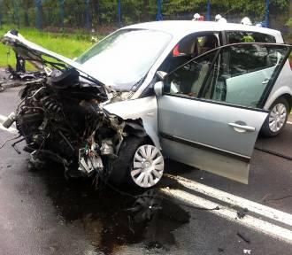 Głuszyna: Dwie osoby ranne, kierowca zbiegł z miejsca wypadku [ZDJĘCIA]