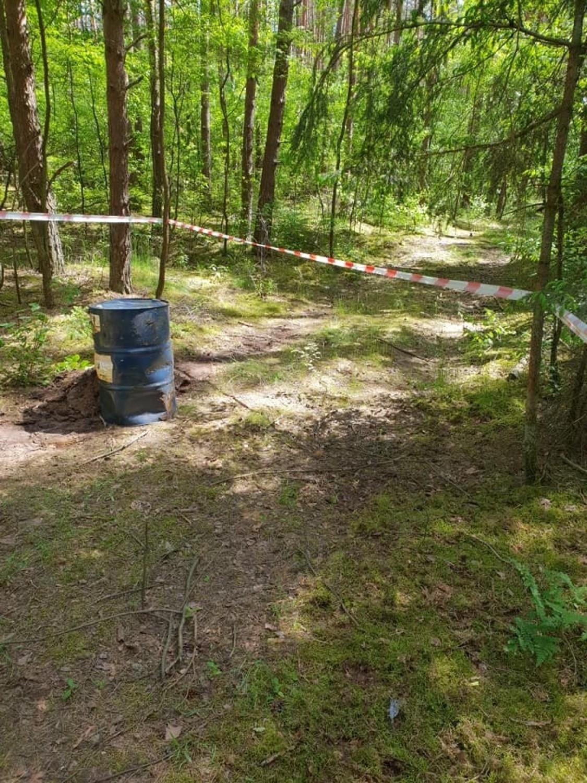 Te chemikalia znaleziono w okolicy drogi wojewódzkiej nr 246 w okolicy Łabiszyna