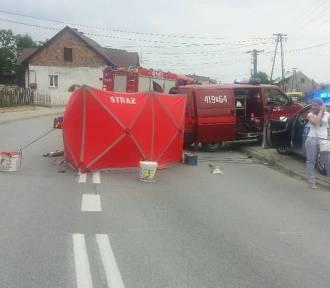 Zderzenie motocyklisty z busem w Szczurowej. Jedna osoba nie żyje
