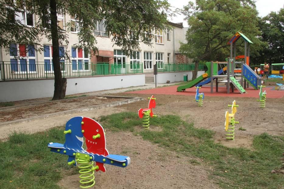 Place zabaw i strefy rekreacji dla dzieci i dorosłych, boiska, parking, trybuny, chodniki powstają w ramach tegorocznego Budżetu Obywatelskiego