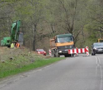 Trwa rozbudowa drogi 211 Kartuzy - Mojusz. Trzeba się liczyć z utrudnieniami w ruchu ZDJĘCIA