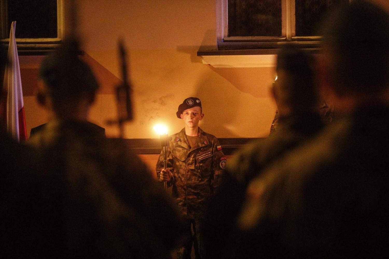 Po przemówieniach okolicznościowych odczytano Apel Pamięci, złożono wieńce i odegrano Pieśń Reprezentacyjną Wojska Polskiego