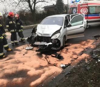 Wypadek  dwóch samochodów na drodze K92 w Strzałkowie