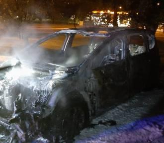 Paliło się auto na parkingu przy ul. Wieniawskiego