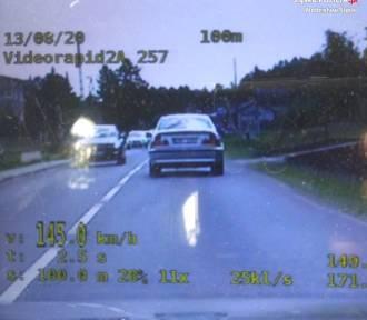 27-letni mieszkaniec powiatu pędził 145 km/h w terenie zabudowanym! Stracił prawo jazdy