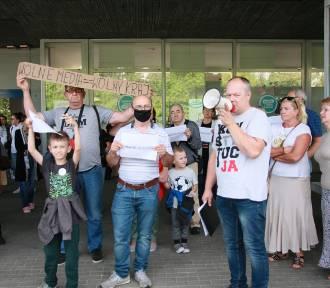 """Protest przeciwko """"lex TVN"""" w Koninie"""