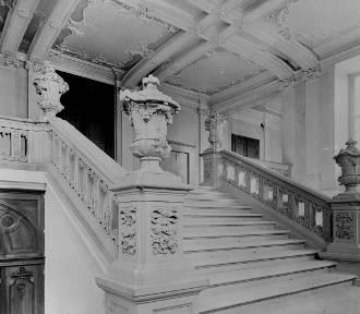 Piękne wnętrza! Zobacz jak wyglądał Pałac w Radomierzycach w czasach świetności! [GALERIA]