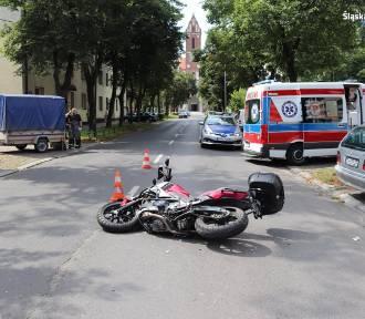 Wypadek w Chorzowie. Motocyklista trafił do szpitala, 20-latka wymusiła pierwszeństwo