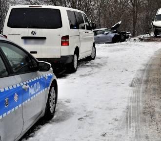 Policja pracowała na miejscu wypadku w Jaźwiskach koło Gniewu