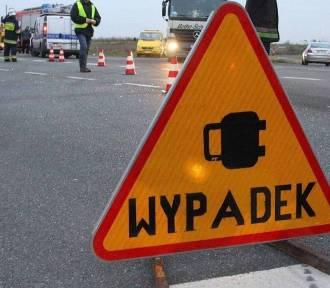 Wypadek na drodze krajowej nr 10! Dwie osoby w szpitalu, droga zablokowana!