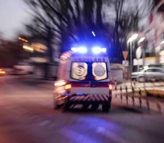 Pacjent wypadł z karetki i zginął. Prokuratura oskarża pielęgniarkę i lekarza