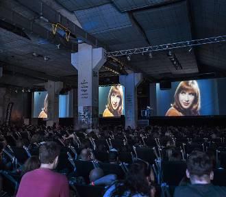 Festiwal Filmów Kultowych w Gdańsku. Kino samochodowe i filmy z lektorem na żywo [PROGRAM]