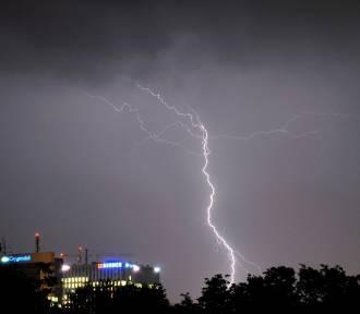 Poniedziałek burzowy i deszczowy. Ostrzeżenie dla Opolskiego