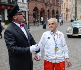 Najstarszy Polak kończy 111 lat! Sportowe rekordy bił w Toruniu [zdjęcia]