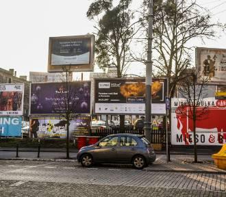 Z Poznania udało się usunąć ponad 100 brzydkich reklam [ZDJĘCIA]