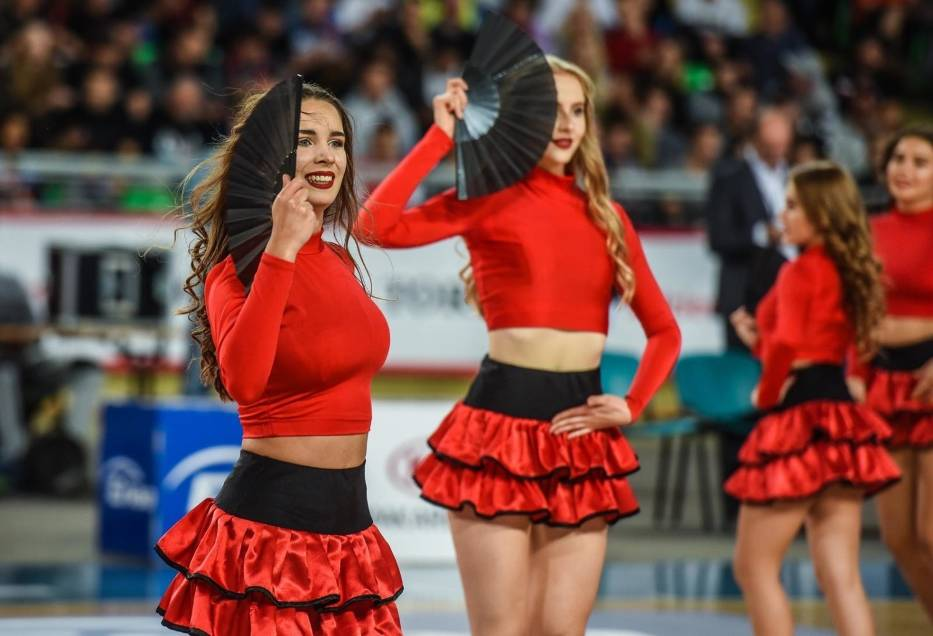 Piękne, wysportowane, świetnie tańczą - to one zagrzewają do walki koszykarzy z naszego regionu